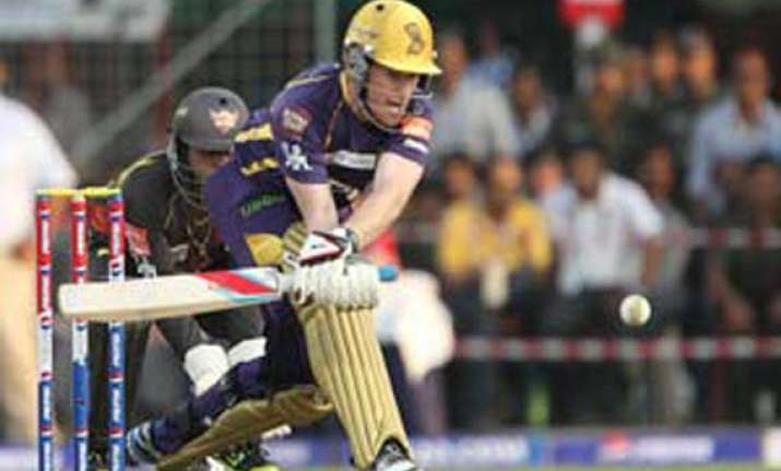 hyderabad qualify for ipl play offs knock bangalore out