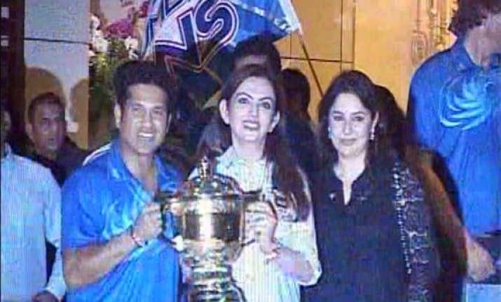 ipl6 mukesh ambani throws a party to celebrate mumbai india