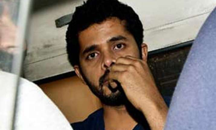 ipl spot fixing police seize rs.5.5 lakh from shukla