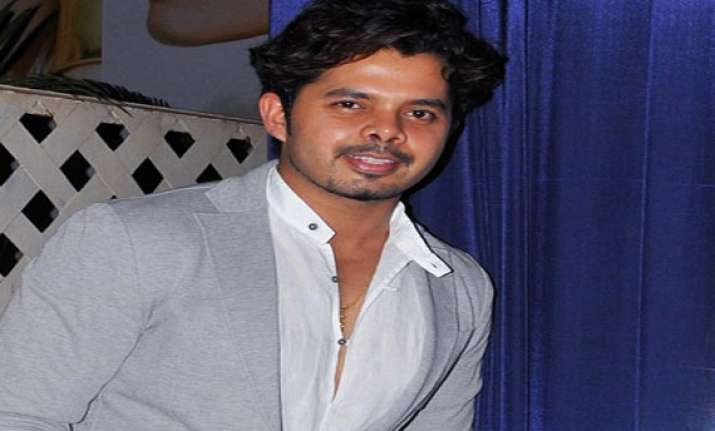 ipl6 sreesanth gifted another smartphone to a girl