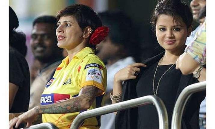 ipl 7 when sakshi dhoni got caught between crowd