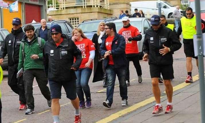 ian botham to lead cricket stars on charity walk