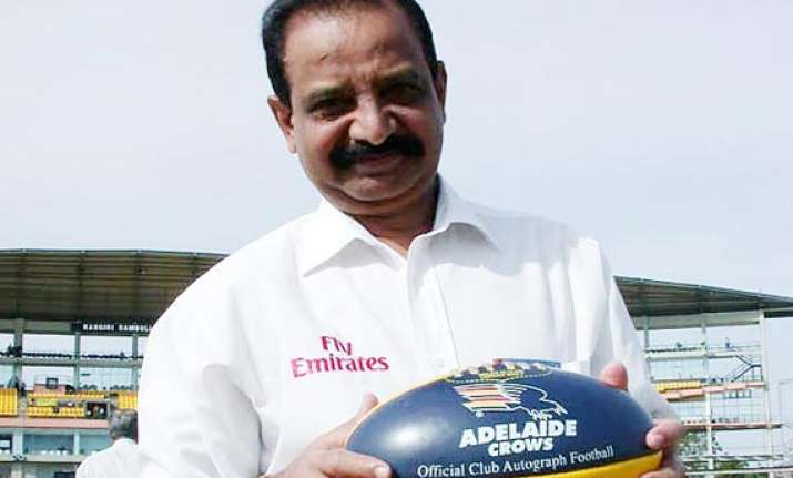 ind vs eng viswanath wants specialist spinner for third test
