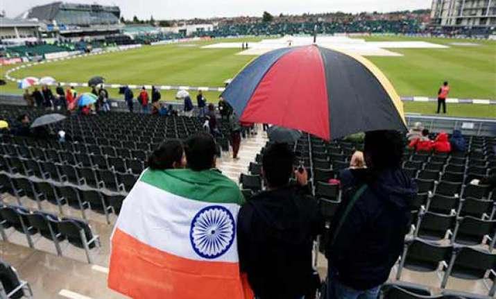india in england spectator ejected during 2nd odi for