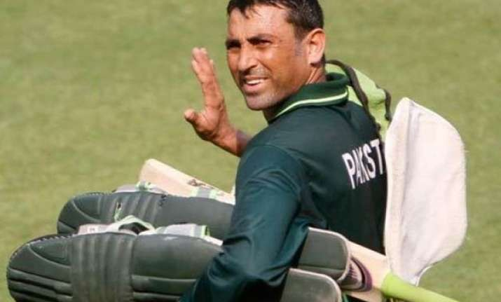 world cup 2015 ex pak cricketers want younis khan to leave