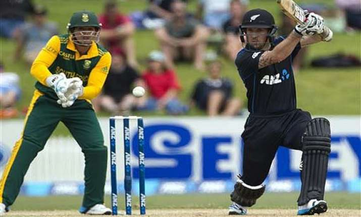 south africa beats new zealand by 6 wickets in 1st odi
