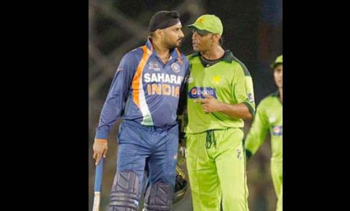 match referee spares harbhajan gambhir for on field spat