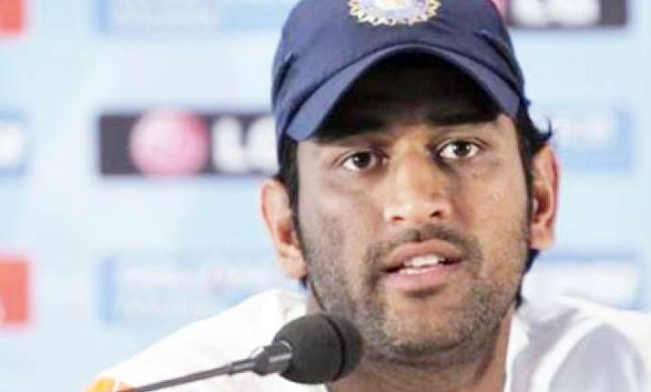 dhoni unhappy with bowlers