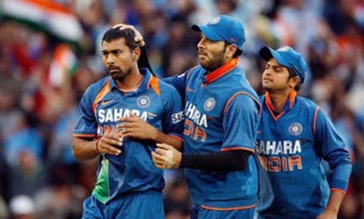 praveen ruled out of first odi nehra comes in