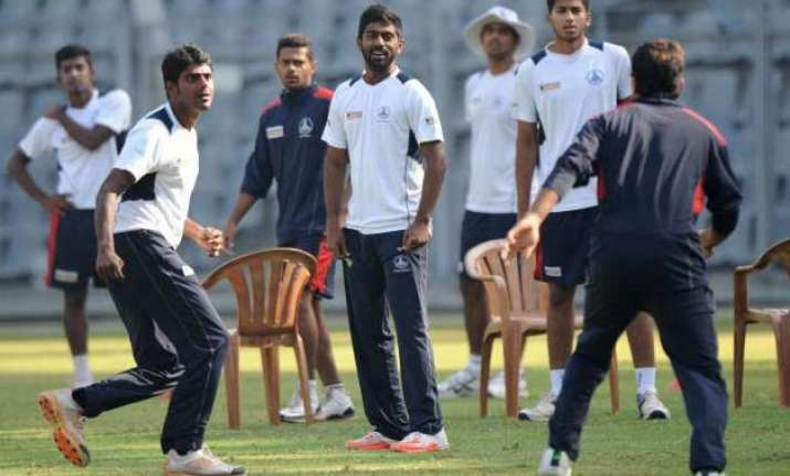 holders karnataka face uphill task against tn in ranji final