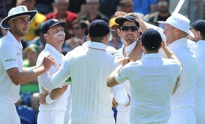 ashes england lead cut to 166 on day 2 but aussies 5 down