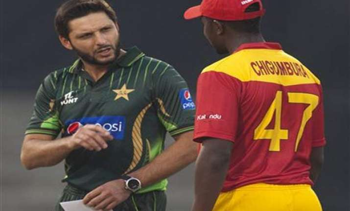 pak vs zim zimbabwe wins toss elects to bat in t20 against