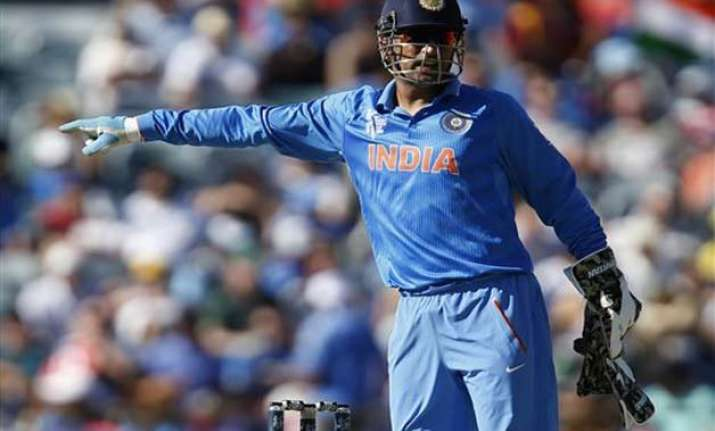 world cup 2015 dhoni keeps without pads against west indies