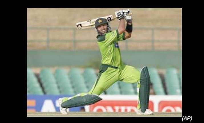 pakistan crush bangladesh by 139 runs