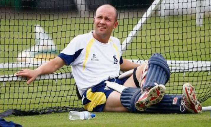trott extends contract with warwickshire till 2017