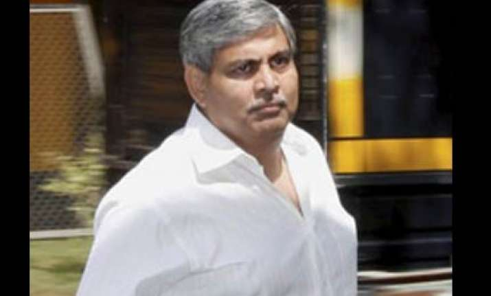 manohar lashes out at modi says amin was not part of bid