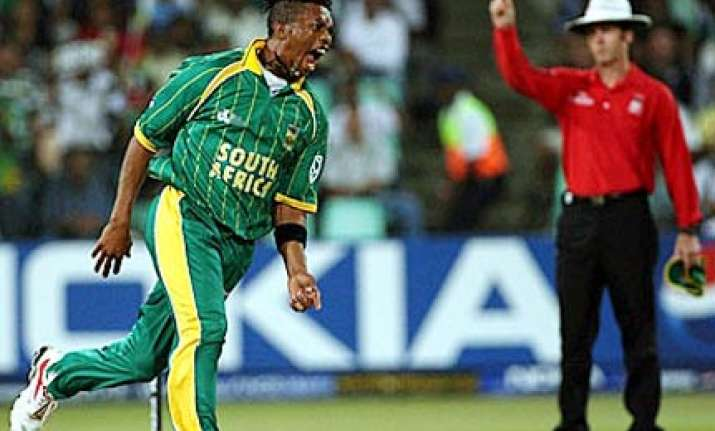 makhaya ntini retires from international cricket