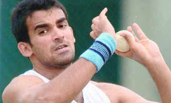 zaheer s return boosts dhoni s confidence in bowling unit