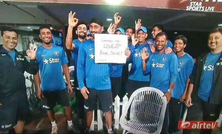 indian cricket team pulls vvs laxman s leg at eden gardens