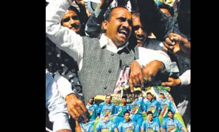cricket fans protest blackmarketing of odi tickets