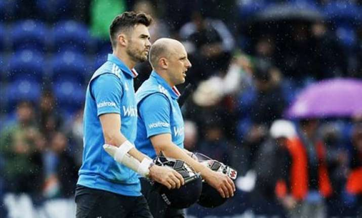 james anderson booed by indian fans during third odi at