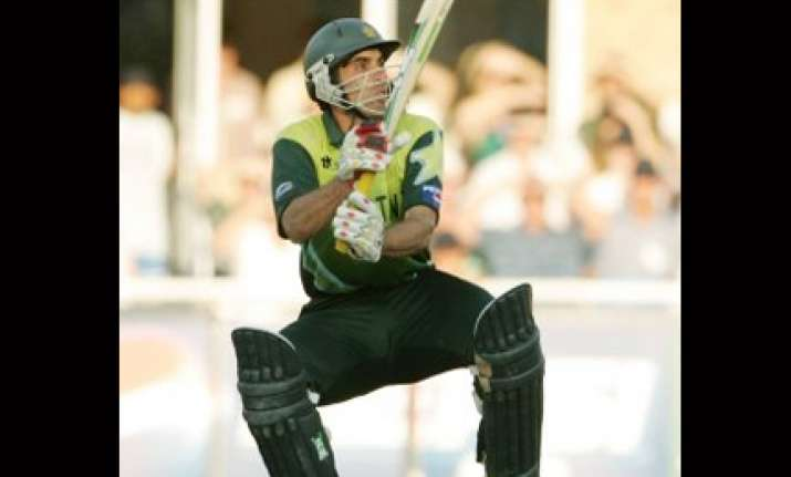 misbah ul haq gets the axe from pak team
