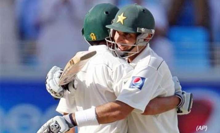 misbah ali lead pakistan fight in second test