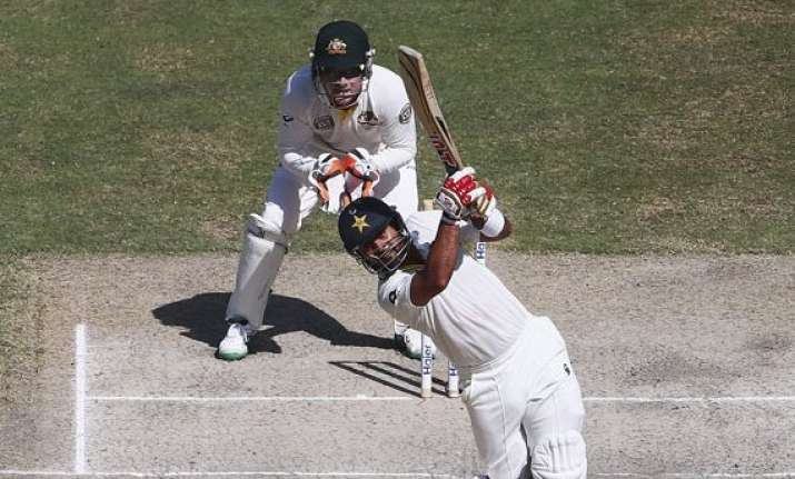 pakistan 116 1 at lunch leads australia by 267