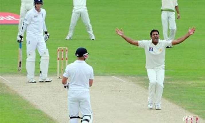 pakistan bowlers work their magic yet again
