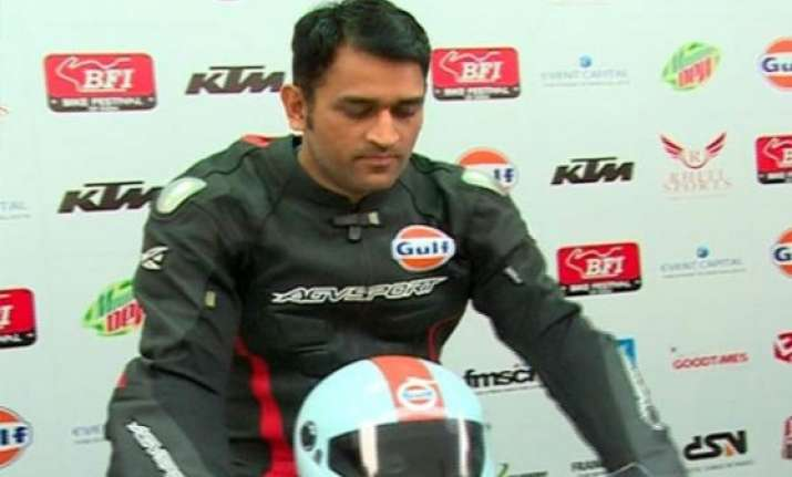 biker dhoni enthralls fans at buddh f1 track