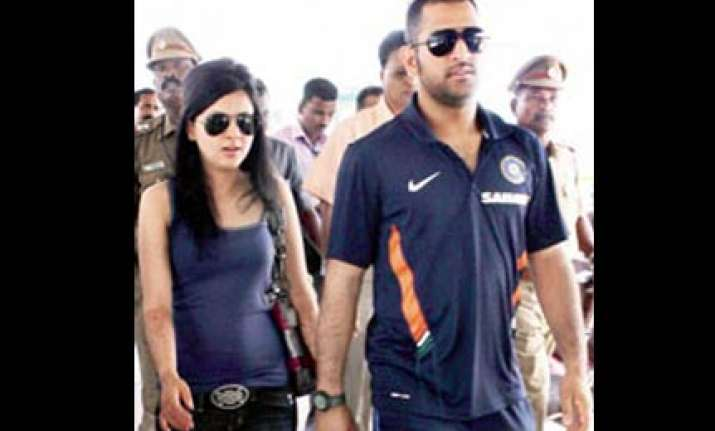 dal chicken fry... sakshi cooks up a treat for dhoni