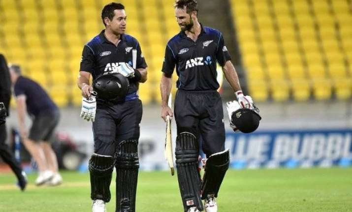 nz vs pak nz beats pakistan by 7 wickets with 10 overs to