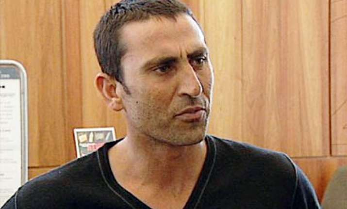 younis sends legal notice to news of the world