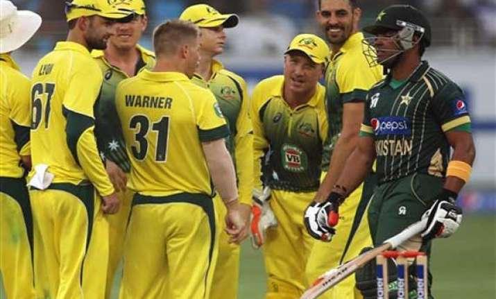 pak vs aus australia hits back to dismiss pakistan for 215