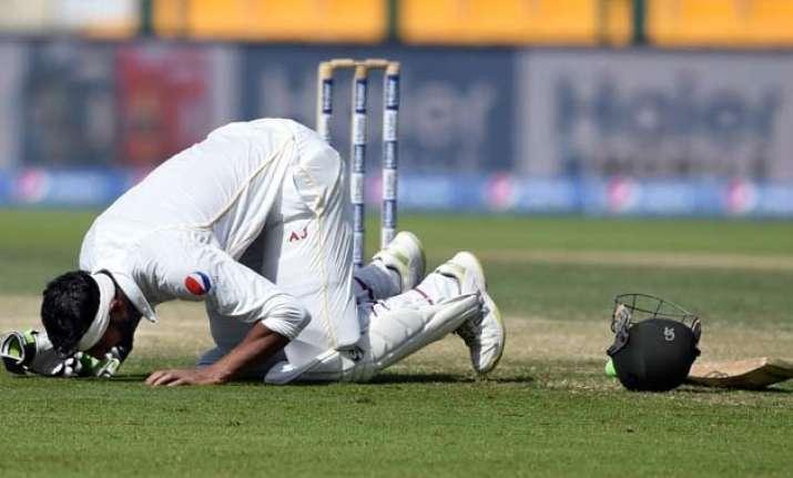 pak vs eng shoaib malik helps pakistan take control of 1st