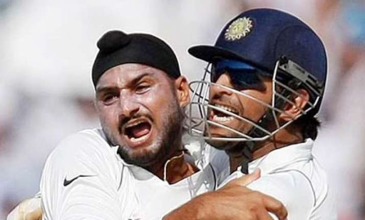 don t want to pressurize bhajji as all rounder says dhoni
