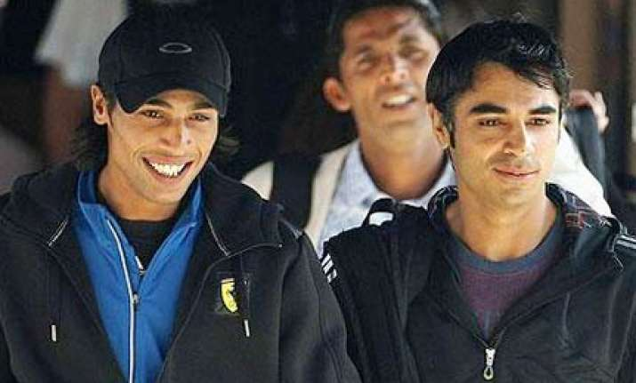 icc bans three pak players in spotfixing case