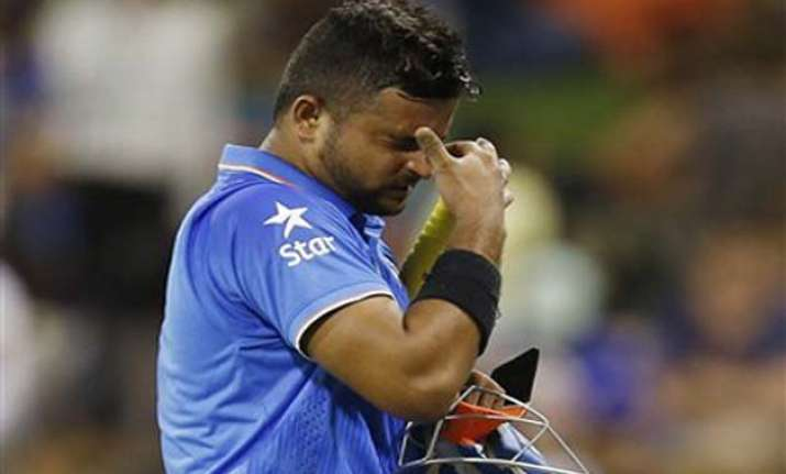 dhoni defends raina s so called problem with short balls