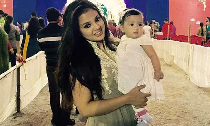 ms dhoni s wife sakshi celebrates durga puja with daughter