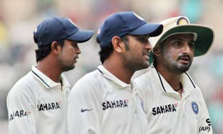 india need to groom more bowlers dhoni