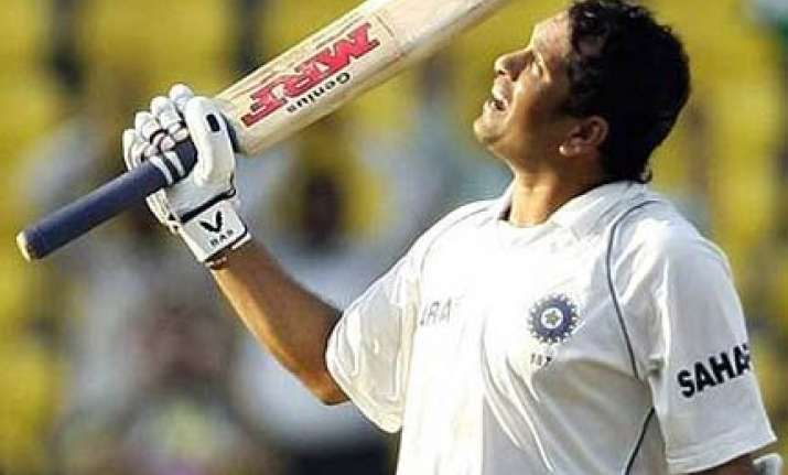 sachin tendulkar s bat fetches rs 42 lakh at sports auction
