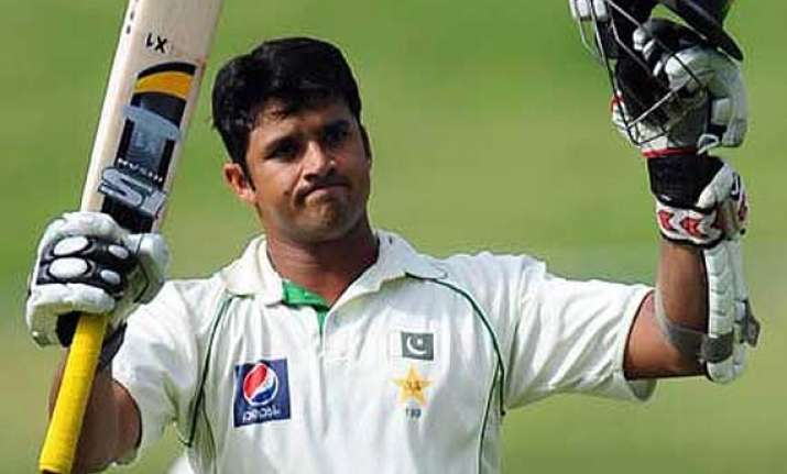 pak vs aus azhar ali younis khan fifties carry pakistan to