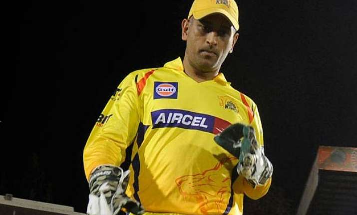 ipl 8 csk skipper ms dhoni fined for inappropriate public