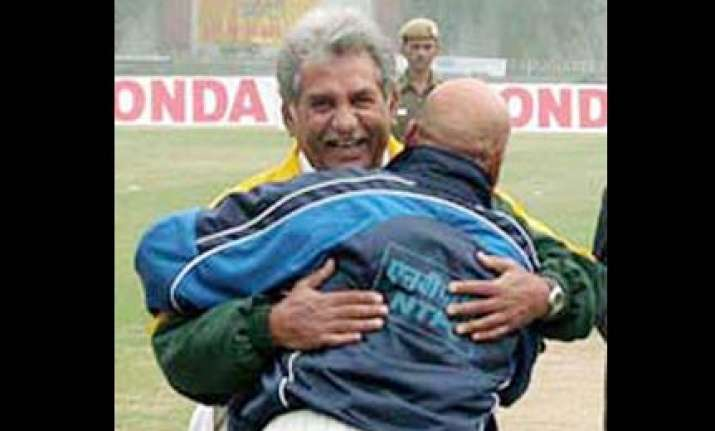 pak coach feels indian cricketers absence