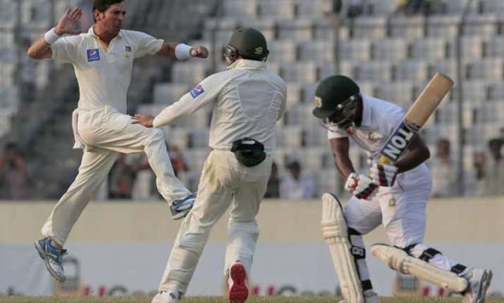 pakistan leads bangladesh by 486 runs on day 3