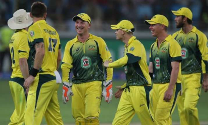 maxwell snatches one run victory for australia