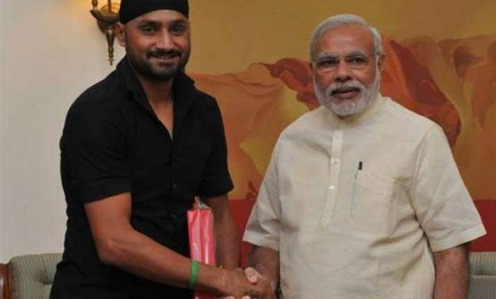 harbhajan singh invites pm narendra modi to his wedding