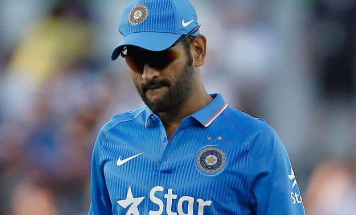 ms dhoni blames poor fielding for defeat in 3rd odi against