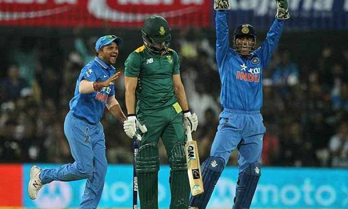 ind vs sa ms dhoni inspires india to 22 run win in 2nd odi