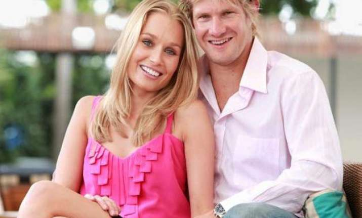 shane watson s wife gives birth to daughter